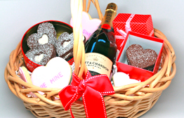 Deluxe Valentines Day Basket